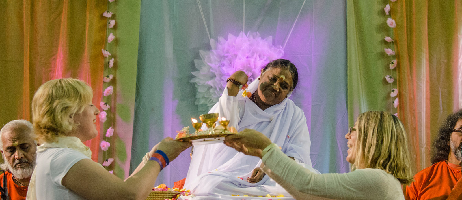 amma and devotees